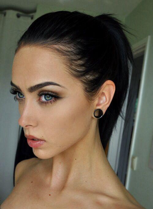 perfect makeup, brows, hair, etc ahhh