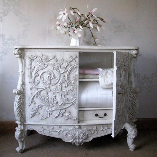 lovely white chest with intricate molding, BEAUTIFUL!!! I WANT.....