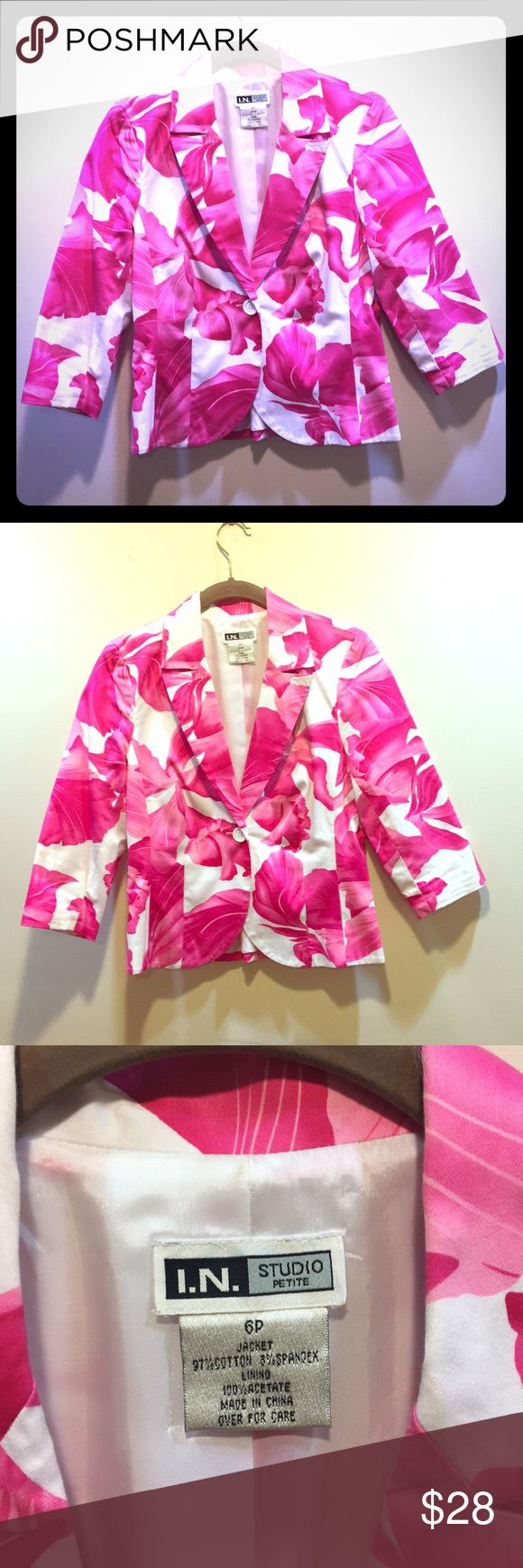 💥4.99 Ship 1HR💥Floral 3/4 Sleeve Cropped Blazer Classicly styled 3/4 sleeve one button blazer in a strikingly beautiful large pink and white tropical floral print. Jacket is a petite. I wore as a cropped jacket with jeans, dresses and skirts. I. N. Studio Jackets & Coats Blazers