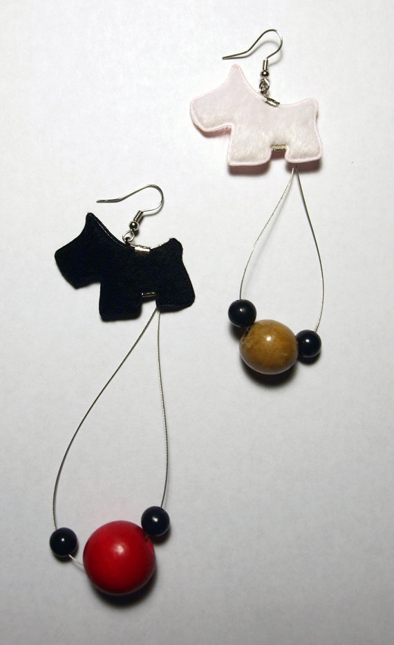 Black dog/White dog earrings by fauxvijoux on Etsy, €7.00