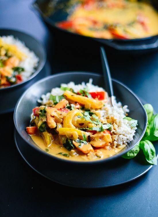 Esta receta rojo curry tailandés es tan bueno como su favorito restaurante tailandés!  cookieandkate.com