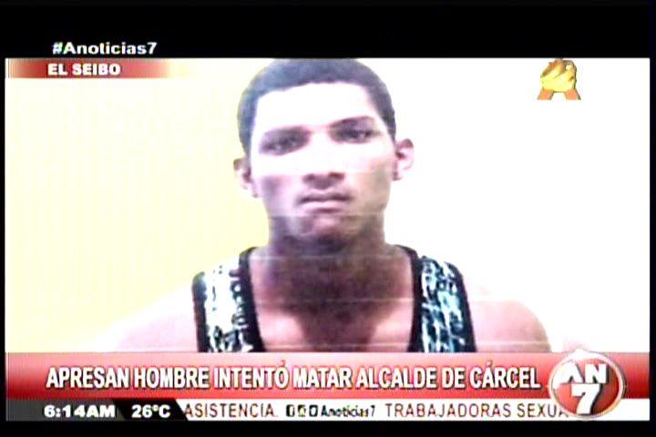Hombre Encañona Al Director De La Carcel Del Seibo Y Tira Del Gatillo Varias Veces Pero La Bala No Sale #Video