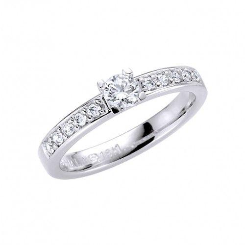 https://www.safira.se/ringar/diamantringar/vigselring-schalins-gnistra-18k-vitguld-wvs-wsi-diamanter-0-80-ct
