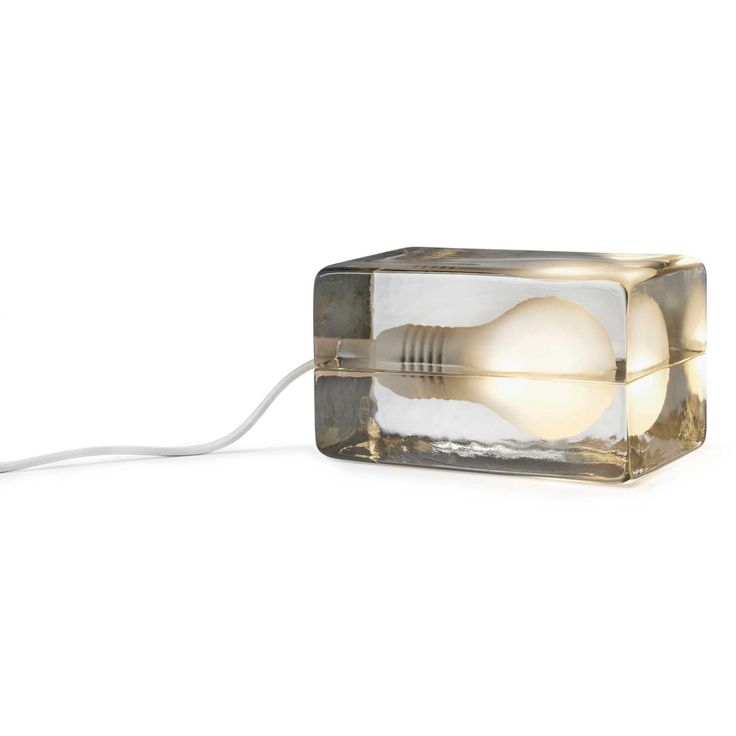 Block Lamp on Harri Koskisen Design House Stockholmille suunnittelema pöytälamppu. Bl...