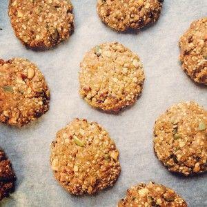 Van deze koeken heb ik altijd wel een trommeltje klaar staan. Ze zijn zo lekker en makkelijk om mee te nemen. En ook nog eens super gezond. Boordevol gezonde vetten en door de grote hoeveelheid vezels krijg je na het eten van zo'n lekkere koek niet snel meer honger of trek. Ze zijn ook makkelijk …