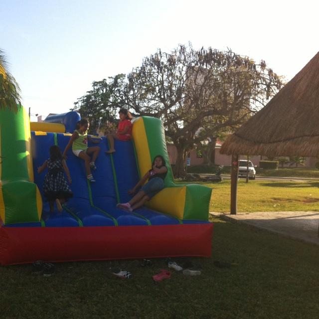 Renta de Escaladora Twister Party