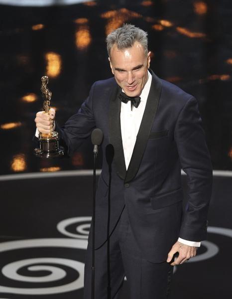 """""""Argo,"""" Jennifer Lawrence, Anne Hathaway among big Oscar winners"""