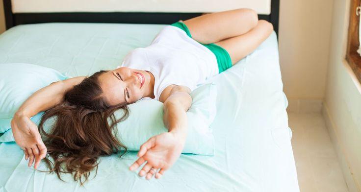 Χτίσε κοιλιακούς στο κρεβάτι -5λεπτο πρόγραμμα ασκήσεων