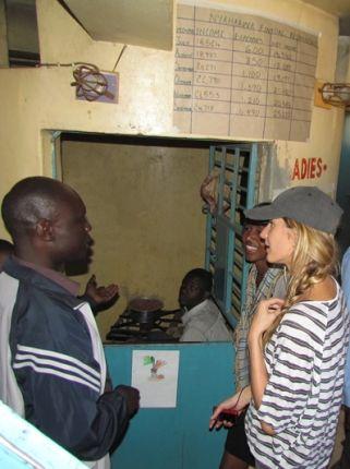 A top internacional Gisele Bündchen participou de sua primeira missão na África como Embaixadora da Boa Vontade para o Meio Ambiente. Ela postou em seu blog um texto sobre sua visita ao Quênia. E vejam meninas, o que a top presenciou está anos luz di