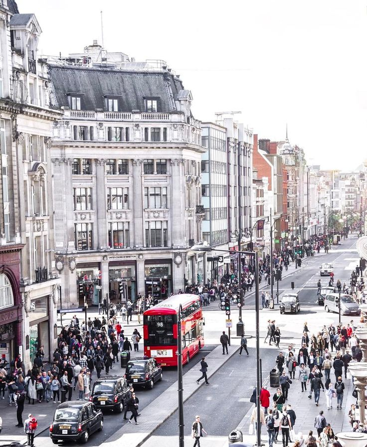 Busy days in a sunny Oxford Street London