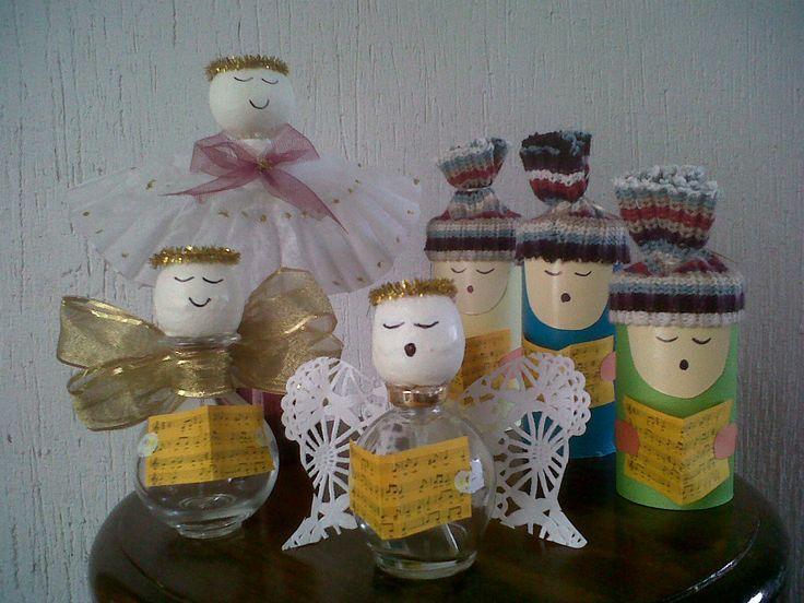 ANGELES Y CANTORES Reutilizando frascos de perfume vacios y los cantores con tubos vacios de papel.