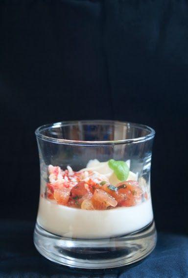 Aperitiefhapje tomaat, mozzarella, king krab, basilicum, parmezaan - Hap en Tap !
