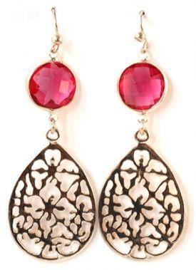 Deze leuke oorbellen staan nu online! #accessoires #oorbellen #earrings #red #sieraden #boho #jewelry http://www.wenn-sieraden.nl/oorbellen-rood-boho