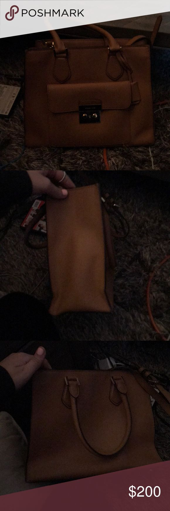 Michael Kors purse Real Michael Kors purse  Great condition  Used for a month   Getting rid of because ex boyfriend got it for me and want nothing left from the relationship :) $200 obo KORS Michael Kors Bags Shoulder Bags