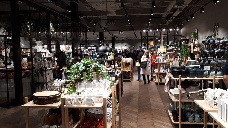 H&M Home Stands Alone in Westfield London (con immagini)