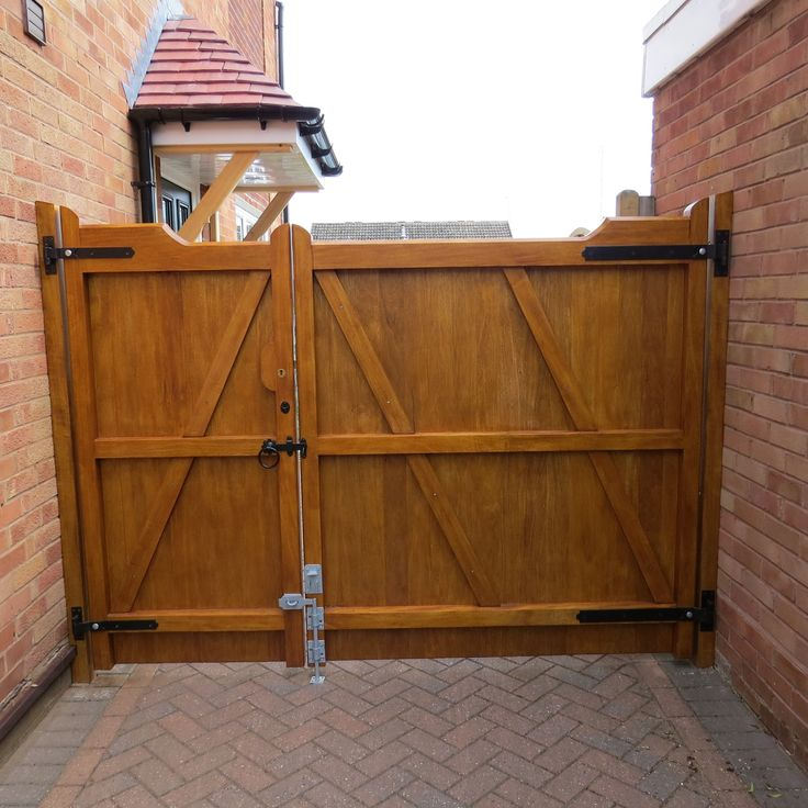 Unequally split (one gate bigger than the other) pair of our Nannerch gunstock driveway gates. Shown in Idigbo with a light oak Sikkens stain applied. Picture kindly supplied by Mr G Moore, you can read his review of us on Freeindex at http://www.freeindex.co.uk/profile(gate-expectations-by-inwood-cymru-ltd)_369904.htm