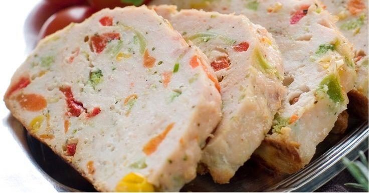Para hacer este jugoso pastel de pollo con pimientos solo necesitas tu horno de microondas