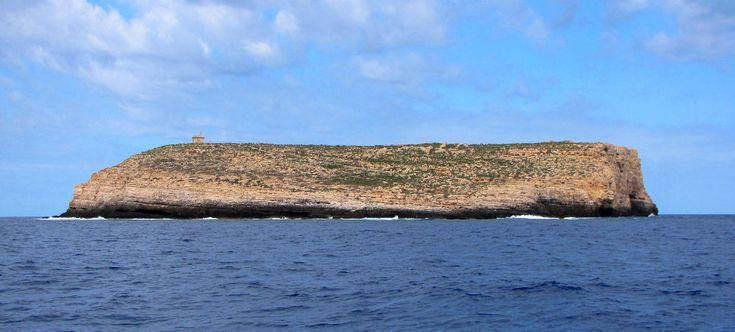 Lampione è un'isola dell'Italia appartenente all'arcipelago delle isole Pelagie, in Sicilia. L'isolotto fa parte della area marina protetta Isole Pelagie.
