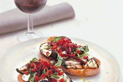 Ricetta Bruschetta con Salame Melanzana e Mozzarella di Bufala