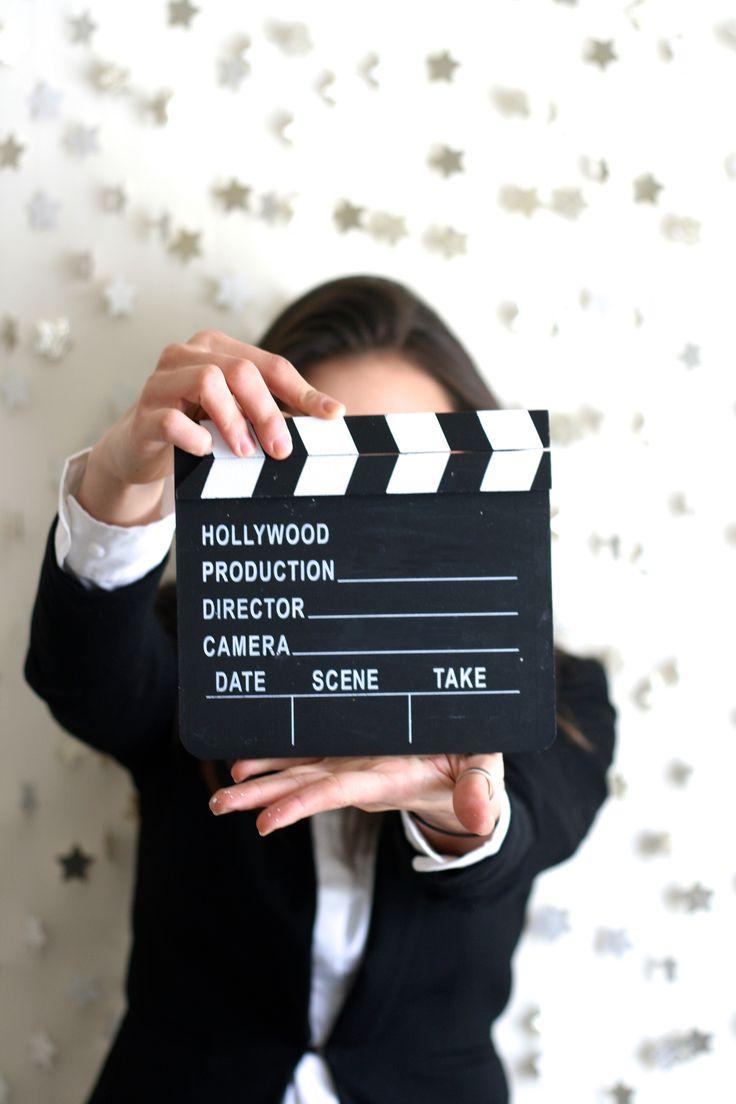 Oscar Party Ideas: Easy DIY star photo booth  thelittlethingsdiy.com