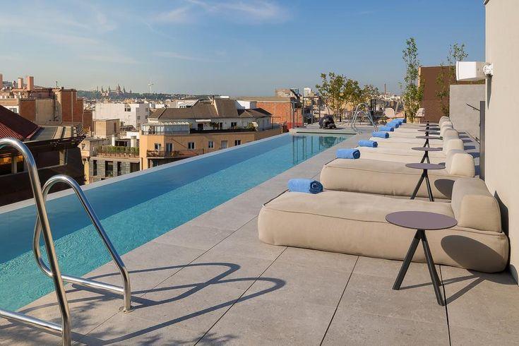 Desconecta en Ohla Eixample Barcelona. Excelente ubicación, románticas habitaciones, habitaciones comunicadas para viajar en familia, piscina y restaurante con estrella michelin