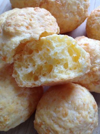 Cuñapé...a crispy, cheesy Bolivian bread roll.