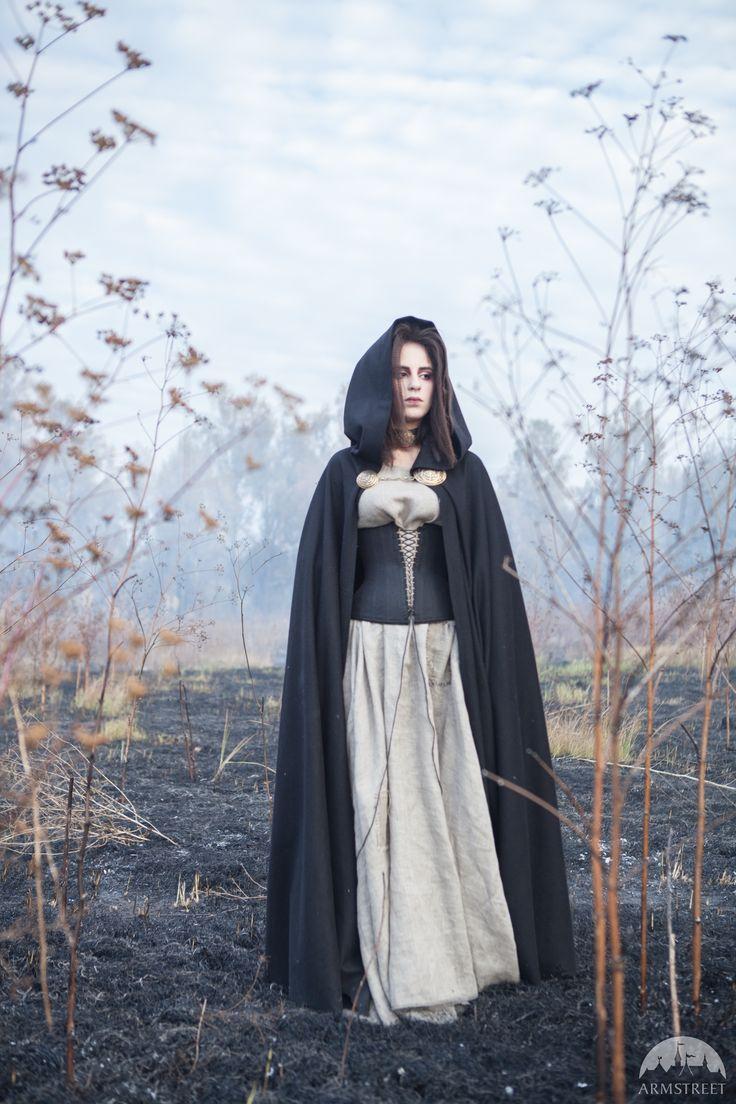 Schwarzer Umhang mit Kapuze, Halloween Edition
