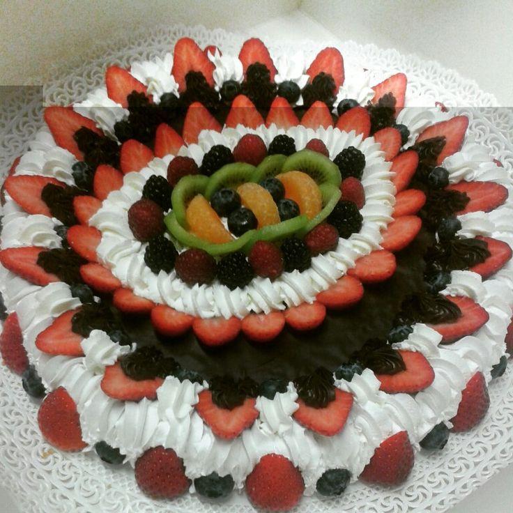 Torta panna cioccolato e frutta
