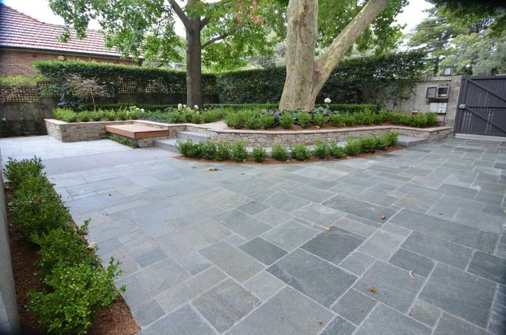 Eco Outdoor hand-chipped Endicott split stone used as driveway paving.