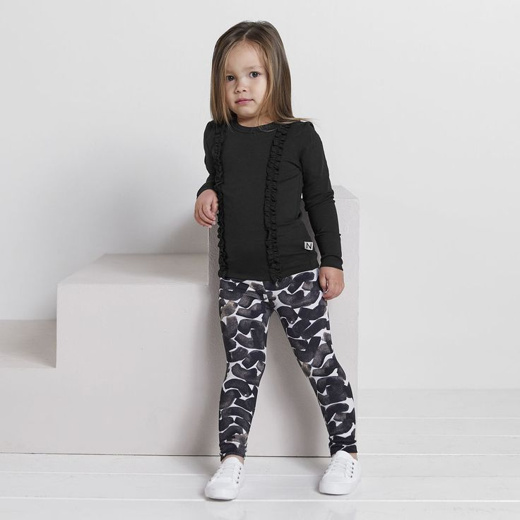 NEULE baby collegeleggings, roosa - musta | NOSH verkkokauppa | Tutustu nyt lasten syksyn 2017 mallistoon ja sen uuteen PUPU vaatteisiin. Ihastu myös tuttuihin printteihin uusissa lämpimissä sävyissä. Tilaa omat tuotteesi NOSH vaatekutsuilla, edustajalta tai verkosta >> nosh.fi (This collection is available only in Finland)