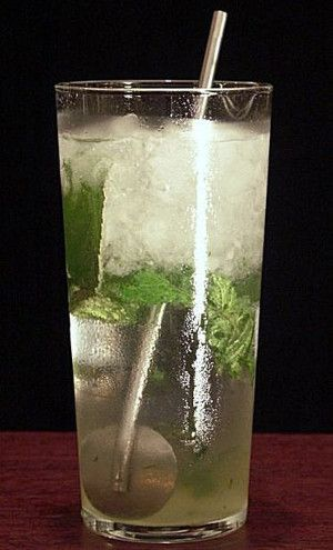 Classic mojito cocktail.This is a classic Cuban cocktail with white rum,lime juice and fresh mint.Delicious and easy to make!