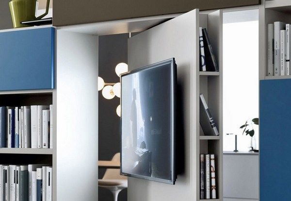 Drehbares TV-Panel, geplant in einem großzügigen Raumtrenner