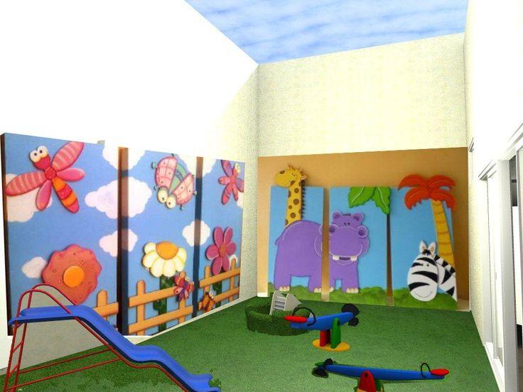 Patio exterior jard n de infantes con paneles did cticos for Casas para jardin infantil