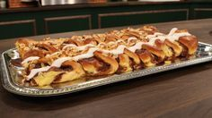 Kanelstang er en lækker dansk opskrift af Ole Kristoffersen - Lagkagehuset fra FRIs Bageri, se flere dessert og kage på mad.tv2.dk