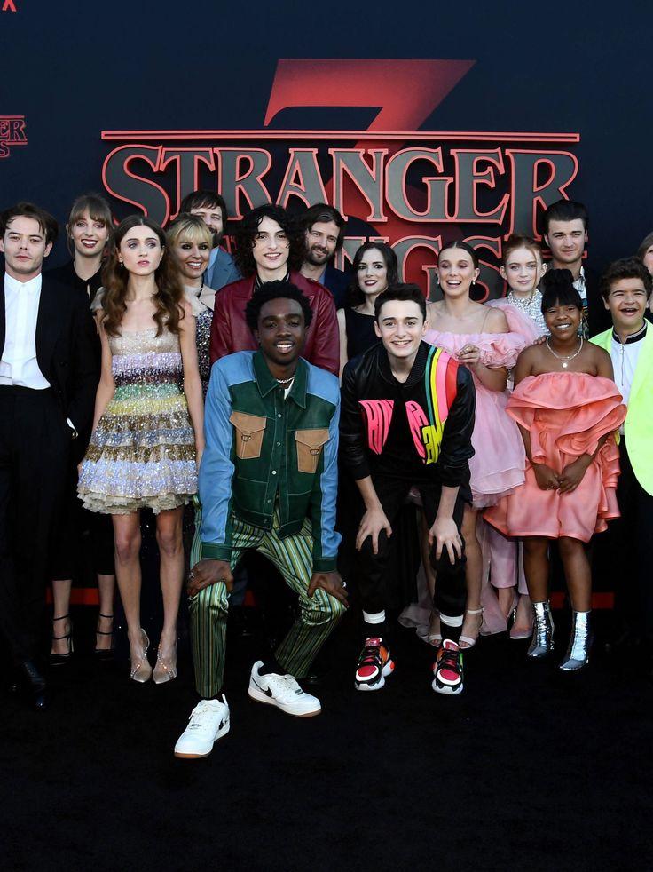 """Pictures : les stars de """"Stranger Issues"""" à l'avant-première de …"""