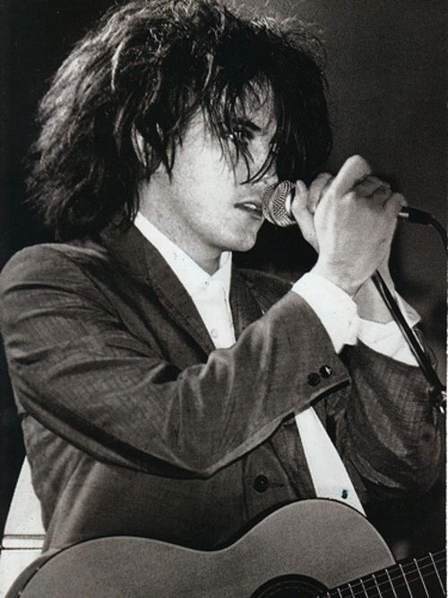 Robert Smith, best pic ive ever seen of him. I wasn't in love w him just some of his songs