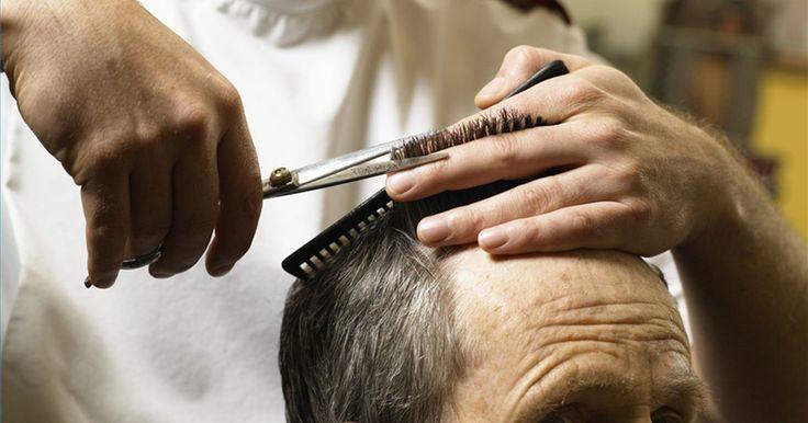 Como medir e cortar cabelo masculino. Aprender a cortar o cabelo de seu parceiro pode resultar em uma economiza considerável de dinheiro após certo tempo. Para cortar cabelos comercialmente é necessário frequentar um curso e conseguir uma licença de preferência, mas é perfeitamente legal fazê-lo em sua própria família. Aprenda a cortar cabelo masculino seguindo os passos abaixo.