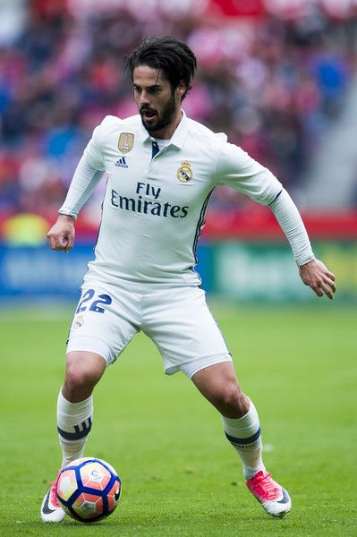 Isco of Real Madrid controls the ball during the La Liga match between Real Sporting de Gijon and Real Madrid at Estadio El Molinon on April 15, 2017 in Gijon, Spain.