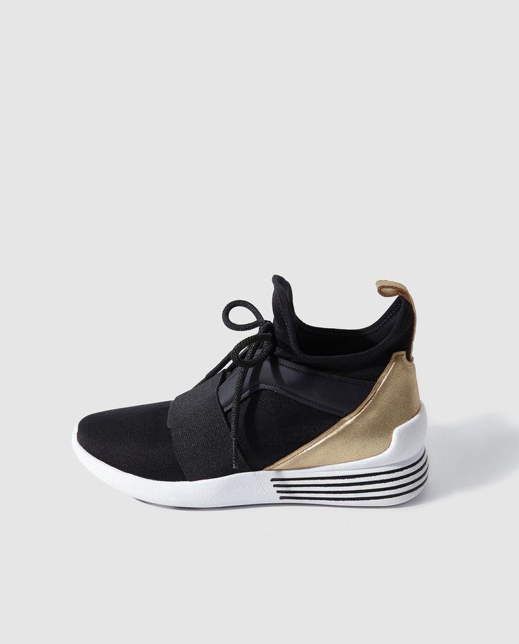 Zapatillas deportivas de mujer Kendall+Kylie de color negro con cordones