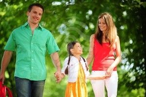 The problem with single parent dating sites Single parent dating sites help us to target our search for a partner. Dating sites come in a variety of flavors and single parent dating is one of them. However, these types of dating sites often give very limited functionality before payment is required. Payment that many single parents on a tight budget can ill afford. Ever get the feeling that someone is trying to kick you while you're down? Singl