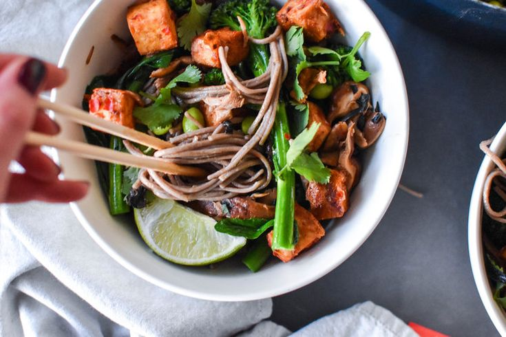 buckwheat soba noodles with crispy tofu & veggies