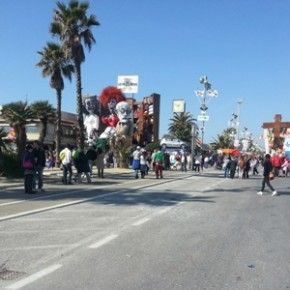 Carnevale di Viareggio: tra emozioni e fotografia