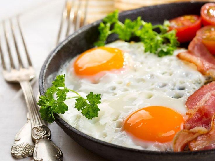 Начинающей хозяйке: как приготовить яичницу