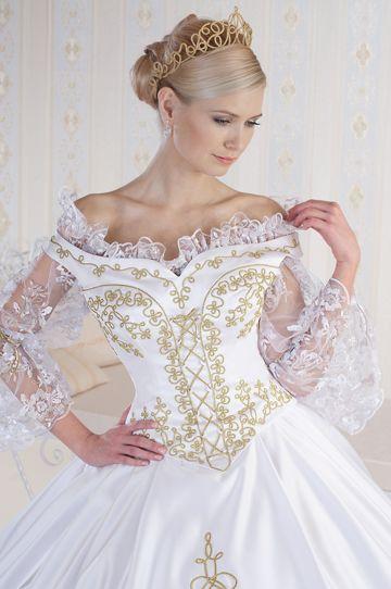 275/B- Légies csipke blúzzal is viselhető vállra jövő zsinóros esküvői ruha