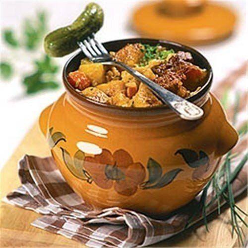 Еще больше рецептов здесь https://plus.google.com/116534260894270112373/posts  Жаркое в горшочке   Ингредиенты (на 1 горшочек):  250 г говядины Картофель - 3 шт.  Морковь — 1 шт. (не крупная) Лук — 1 шт. Помидор — по 1 шт.  Сладкий перец — 0,5 шт. Зелень любая - небольшой пучок Чеснок - 1 зубчик  Майонез, сметана (по 1 ст.л.) Соль и перец Лавровый лист Черный перец горошек Специи для мяса   Приготовление:  Разрезать мясо на порционные кусочки, посолить и поперчить по вкусу.  Лук и морковь…