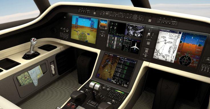 A cabine do Legacy 500 possui quatro pares de assentos totalmente reclináveis e compartimentos de bagagem interna e externa