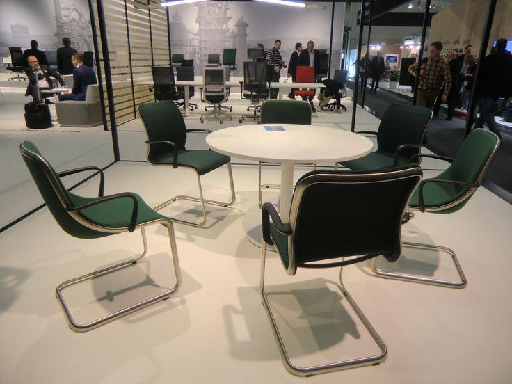 Элегантные стулья ELIPSIS - новое творение Мартина Баллендата.