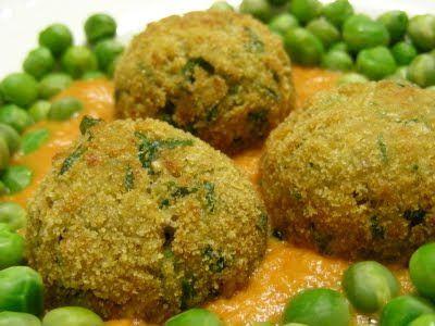 Almôndegas de soja com molho de tomate e ervilhas - http://www.mytaste.pt/r/alm%C3%B4ndegas-de-soja-com-molho-de-tomate-e-ervilhas-4780824.html