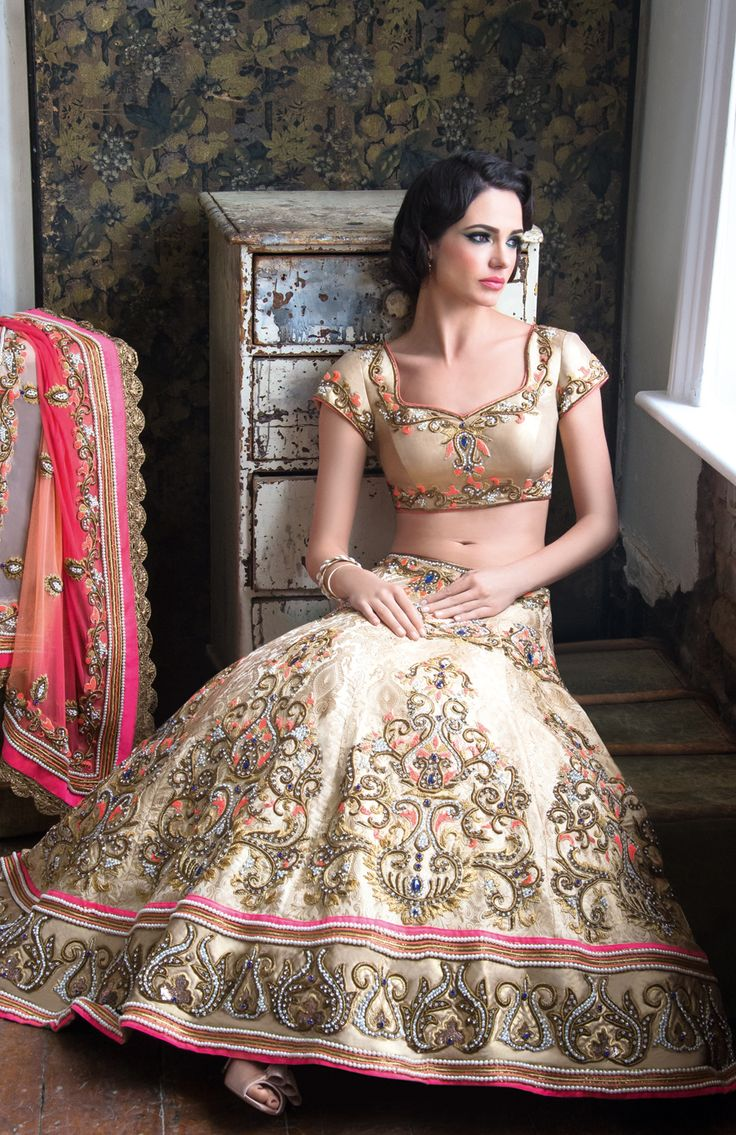 101 best Indian Bride Wedding clothes images on Pinterest | Indian ...