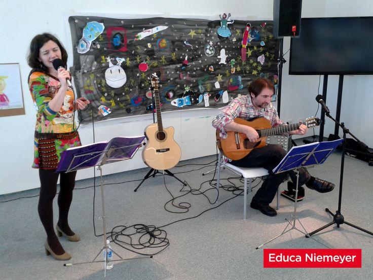 """El Dúo Mestura (Marisa López Diz y Luis M. Suárez), estuvieron ayer con nosotros presentándonos algunas de las canciones de su último trabajo discográfico """"A terra esqueicida"""". ¡GRACIAS!"""
